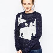 Blå julesweater med skilandskab
